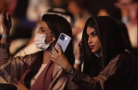 عکس های دیدنی وجالب روز؛ ازبرگزاری کنسرت در جده عربستان تا روبات پیتزاپَز